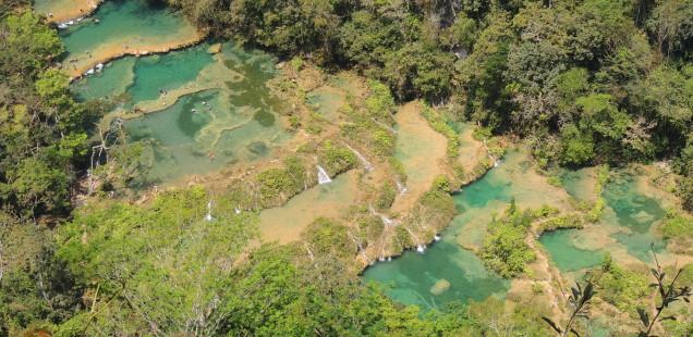De les ruïnes maies a un riu que s'amaga